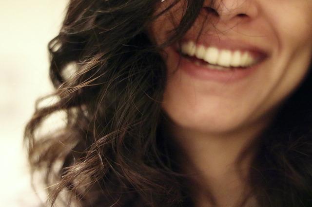 Jak dbać o włosy przetłuszczające się?