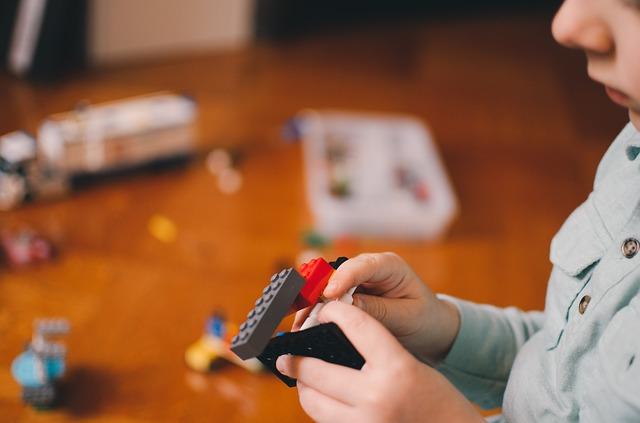 Jakie zabawki dla 3 latka? Lista 5 fajnych zabawek dla dziewczynki i chłopca