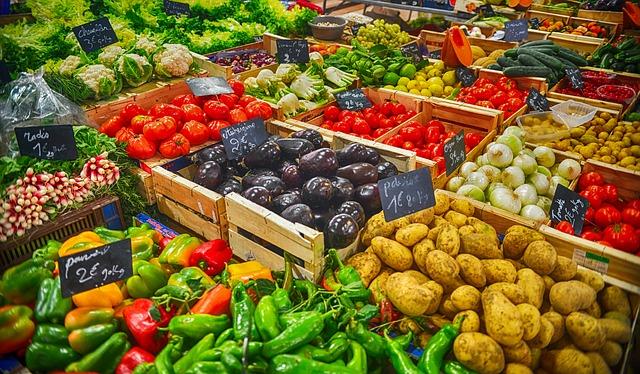Warzywa i owoce w pojemnikach