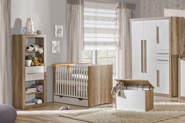 Pokój z łóżeczkiem niemowlęcym