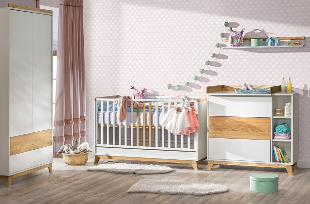 Łóżeczko niemowlęce – jakie wybrać dla dziecka? Co oferują producenci?