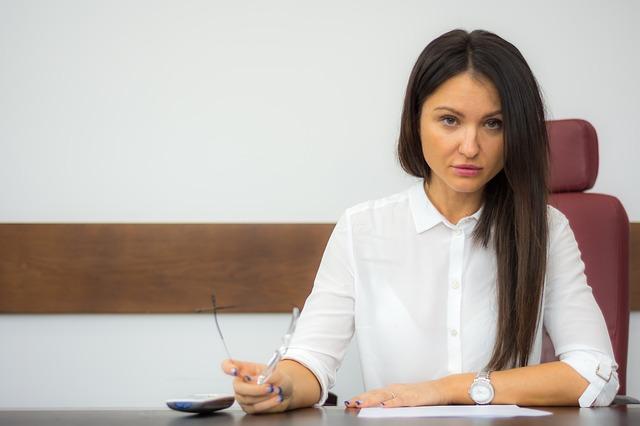 Jak wybrać księgową, kiedy zakładasz firmę? W czym na starcie może pomóc księgowa?