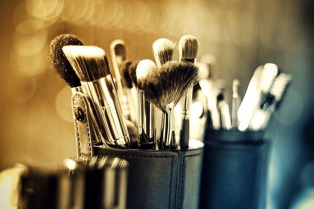 Naturalne kosmetyki do makijażu – czym różnią się od drogeryjnych?