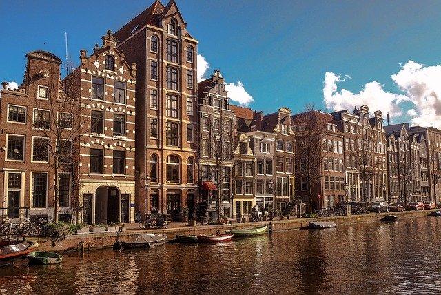 Co warto wiedzieć, kiedy mieszkasz, pracujesz, wychowujesz dziecko w Holandii?