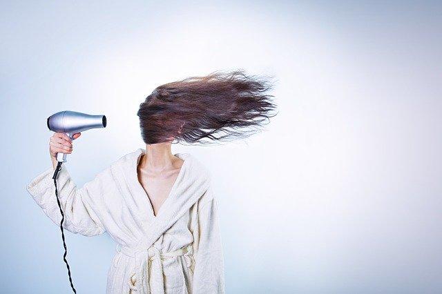 Jakie zabiegi fryzjerskie wykonasz w domu?