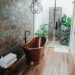 Eleganckie włoskie łazienki – jakie meble? Jakie dodatki do łazienki w stylu włoskim?